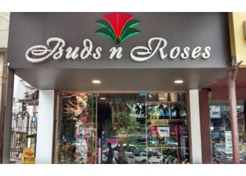 Buds N Roses