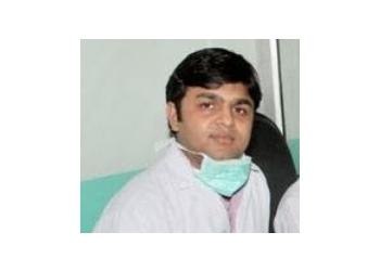 DR. RAJAT SINGLA, BDS