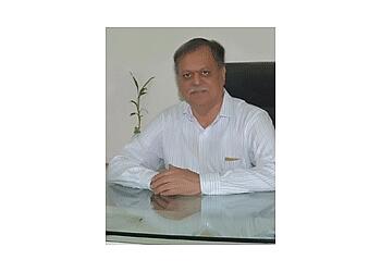 DR. TUSHAR S.LAKHIA, MBBS, MS, FISC, LLB, M.PHIL