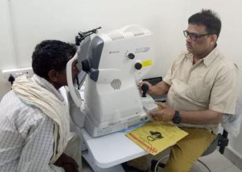 Dr. Peeyush Chandra, MBBS, MS