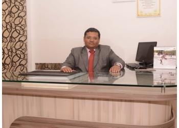 Dr. Ravi Ashok Dosi, MBBS, DTCD, DNB, FCCS