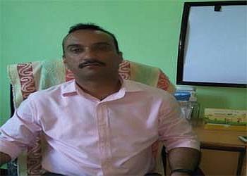 Dr. Tahir Ahmad Dar, MBBS, MS (Ortho)