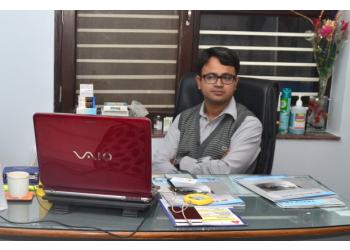 Dr. Tirupati Nath, MBBS, MS, FMRF