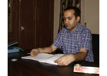 Dr. VIPAN GUPTA, MBBS, MD, DNB