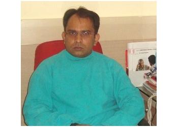 DR. VINEET CHAUHAN, MBBS, MD, DNB