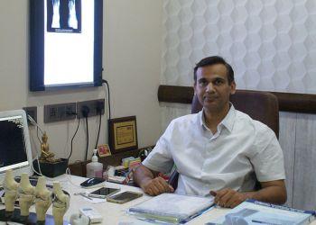 Dr. Vineet Sharma, MBBS, MS - Advanced Hip & Knee Clinic