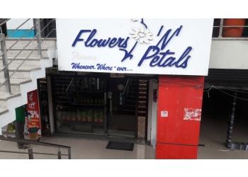 Flowers 'N' Petals